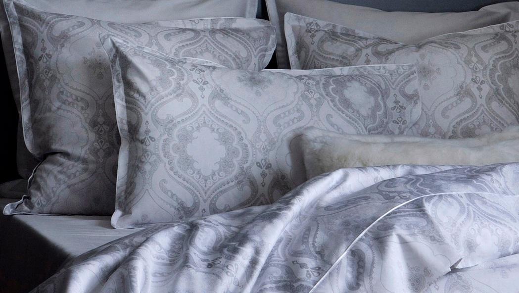 namaste weiss satinbettw sche. Black Bedroom Furniture Sets. Home Design Ideas