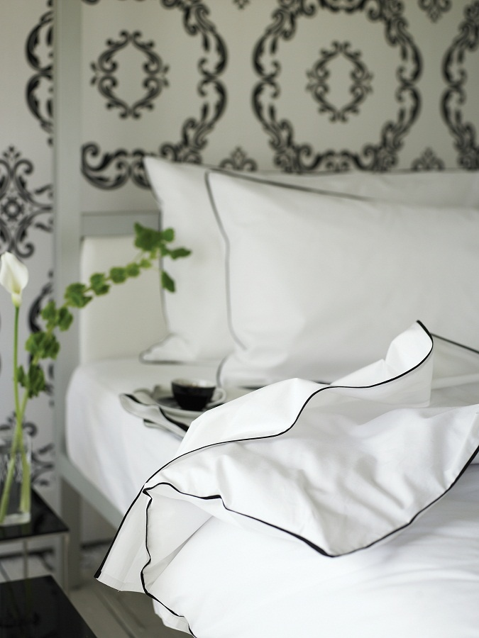 designers guild union square noir bettw sche. Black Bedroom Furniture Sets. Home Design Ideas