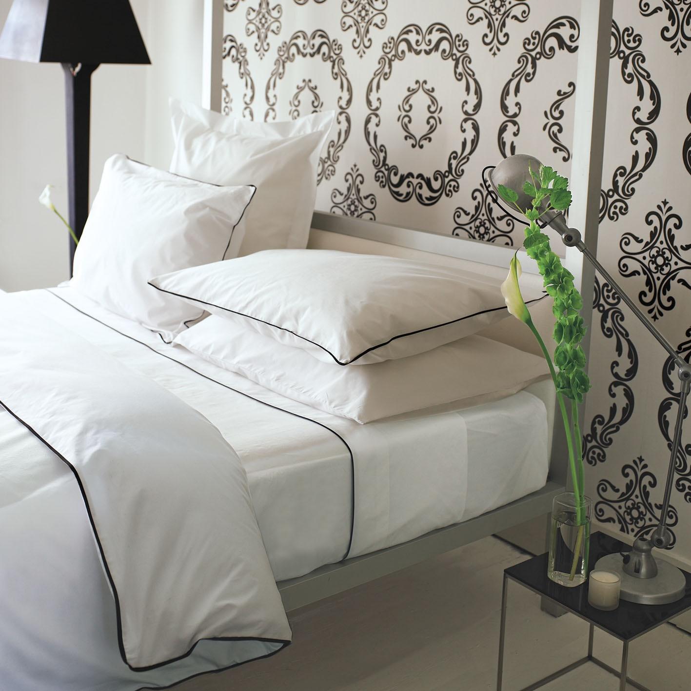 designers guild union square noir bettw sche. Black Bedroom Furniture Sets. Home Design Ideas