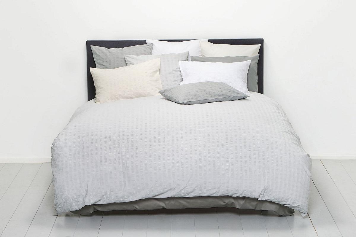 christian fischbacher cloque silber seersucker bettw sche. Black Bedroom Furniture Sets. Home Design Ideas